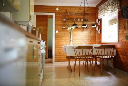 Naturholz im Wohnbereich im Ferienhaus Schweden